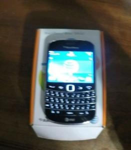 Điện thoại BlackBerry Bold 9900 - 8GB - Charcoal Black (AT&T) Smartphone (QWERTY Keyboard)